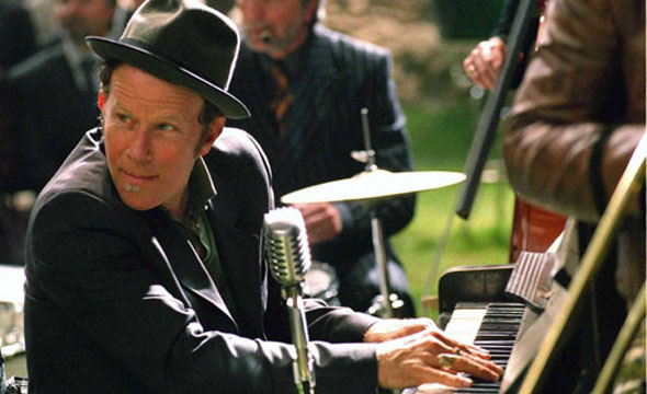 Tom-Waits-piano